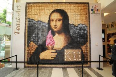 SetWidth800-Mona_Lisa_Hong_Kong_August_2010-web[1]